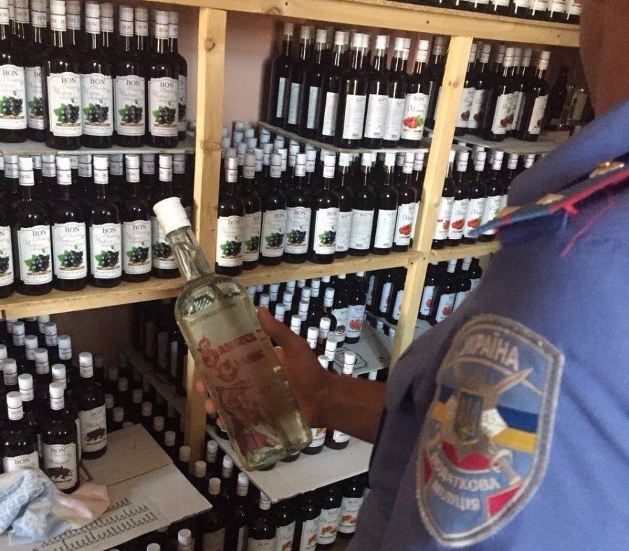 У Луцьку викрили підпільне виробництво алкогольних напоїв, фото-5