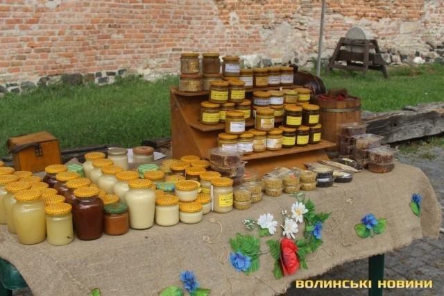 У Луцькому замку частують медом та обирають княжну всієї Волині, фото-1