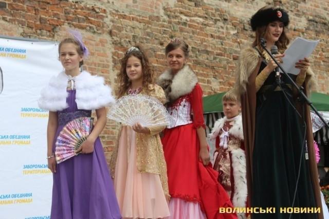 У Луцькому замку частують медом та обирають княжну всієї Волині, фото-4