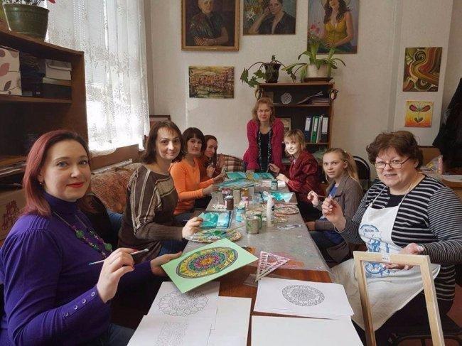 У Луцьку художниця-економіст заснувала клуб для переселенок, фото-4