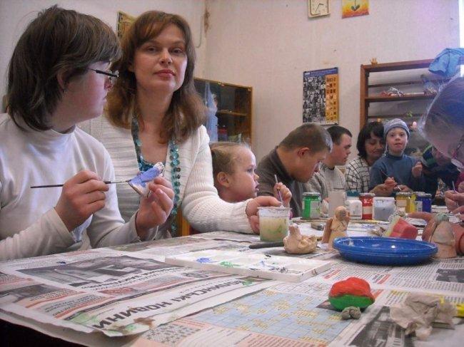 У Луцьку художниця-економіст заснувала клуб для переселенок, фото-3