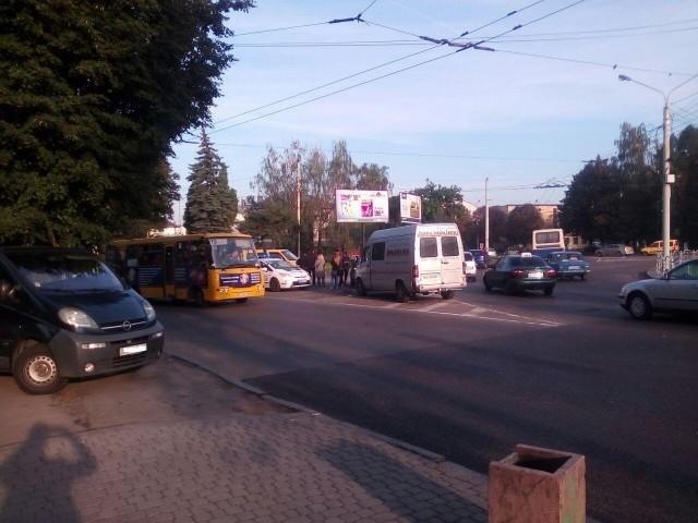 """Поблизу """"Променя"""" мікроавтобус протаранив легковик, фото-2"""