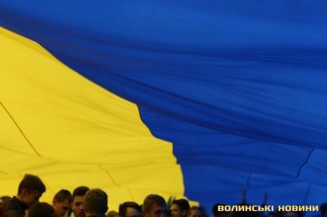 В Луцьку розгорнули найбільший  у світі прапор , фото-5