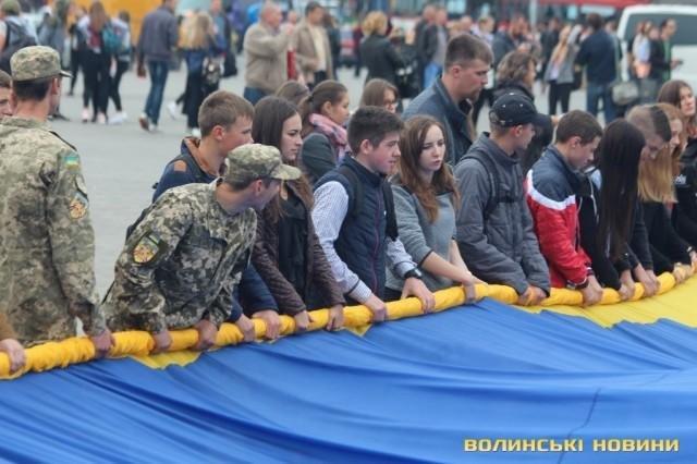В Луцьку розгорнули найбільший  у світі прапор , фото-6