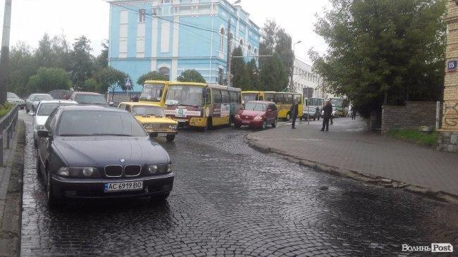 ДТП на вулиці Богдана Хмельницького: рух ускладнений, фото-2