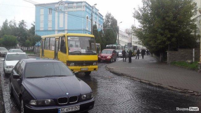 ДТП на вулиці Богдана Хмельницького: рух ускладнений, фото-4