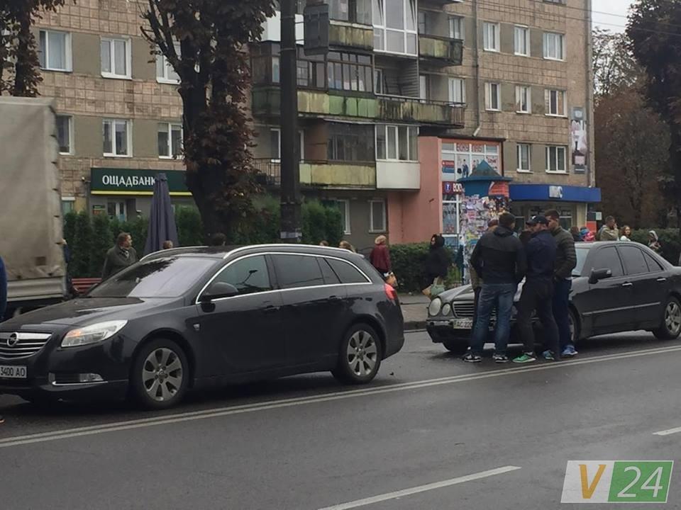 У Луцьку стукнулись дві автівки, фото-2