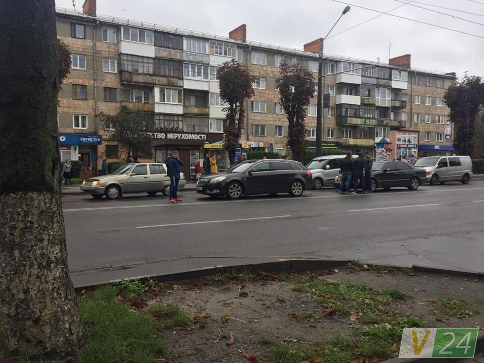 У Луцьку стукнулись дві автівки, фото-3