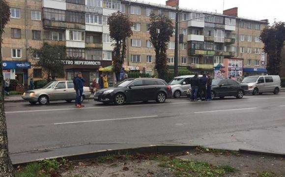 У Луцьку стукнулись дві автівки, фото-1