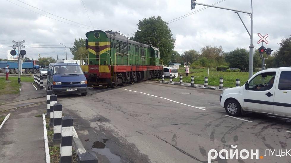 Легковик не пропустив локомотив, фото-2
