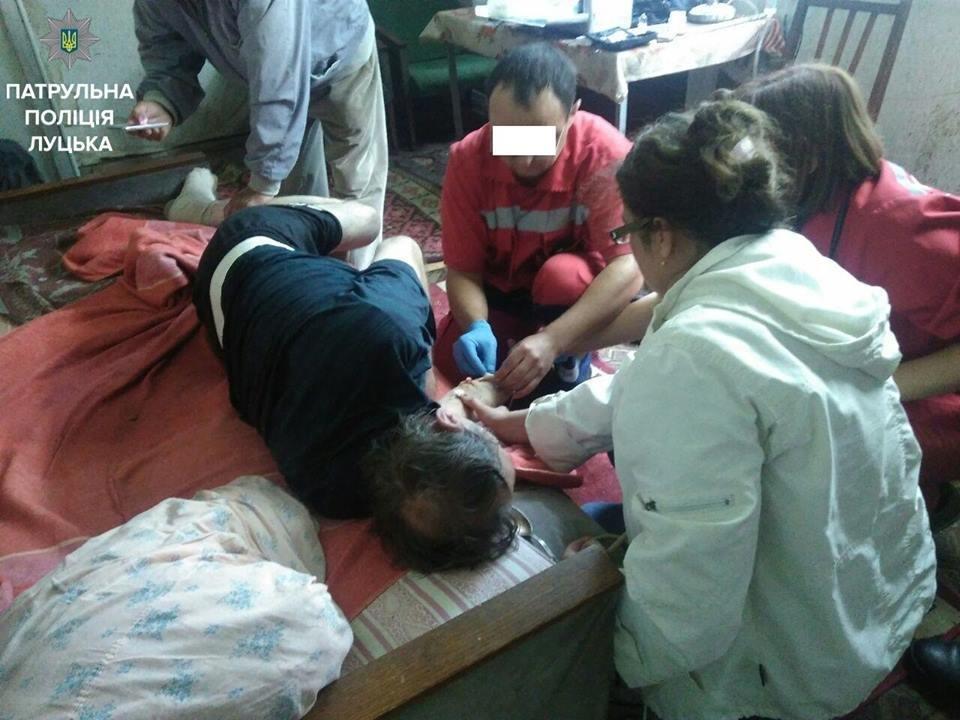 Луцькі патрульні врятували життя двох людей , фото-1