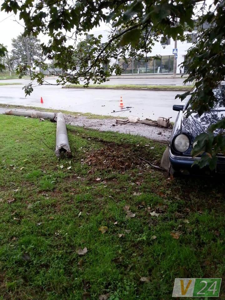У Луцьку автівка знесла електроопору (ФОТО), фото-5