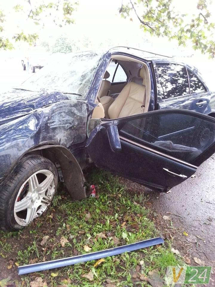 У Луцьку автівка знесла електроопору (ФОТО), фото-3