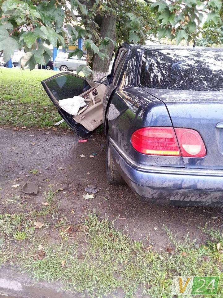 У Луцьку автівка знесла електроопору (ФОТО), фото-4