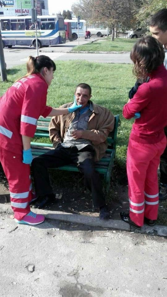 Луцькі муніципали привели до тями п'яного чоловіка, фото-3