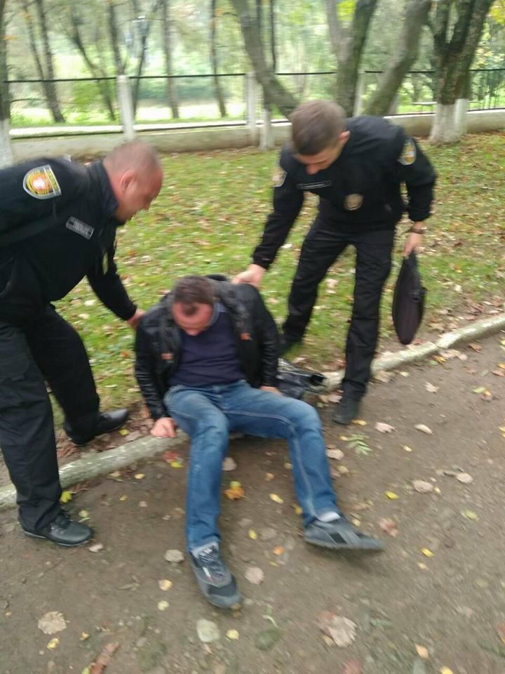 У Луцьку муніципали надали медичну допомогу п'яному чоловіку (ФОТО), фото-4