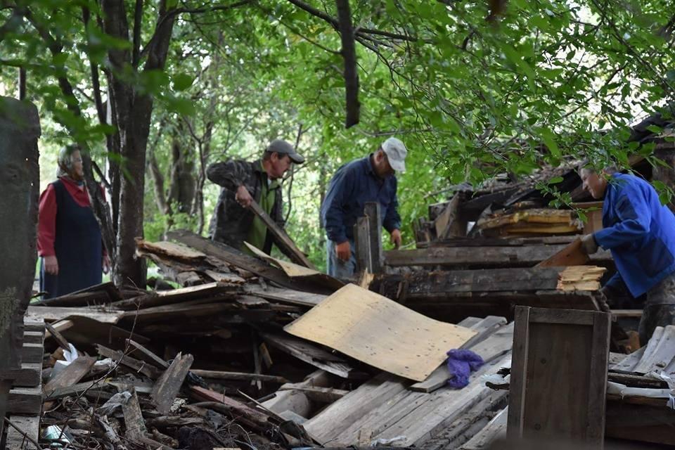 У Луцьку муніципали ліквідували аварійні конструкції, фото-6