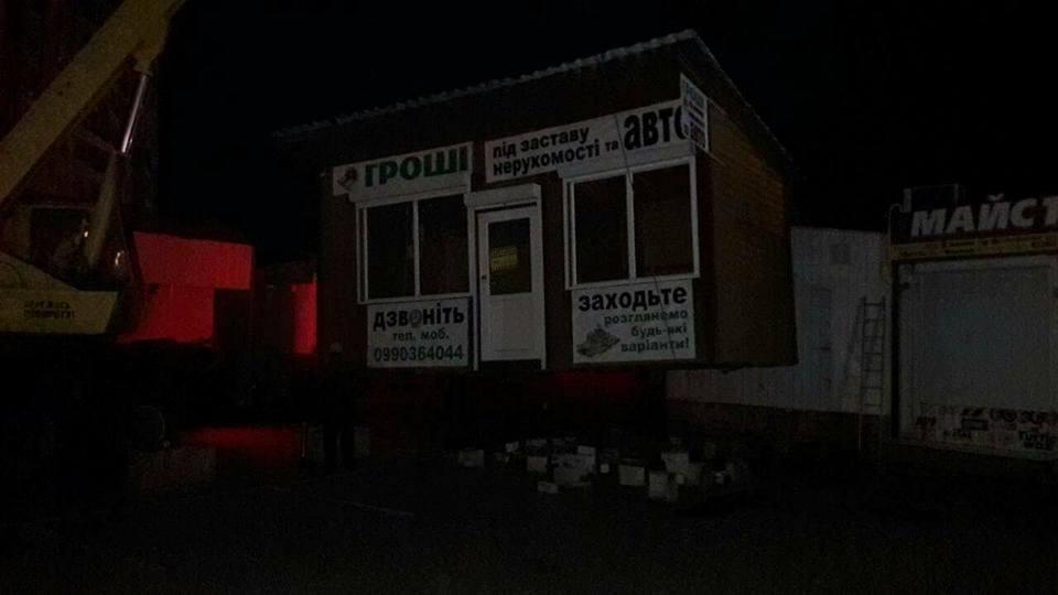 У Луцьку муніципали ліквідували незаконний кіоск, фото-2