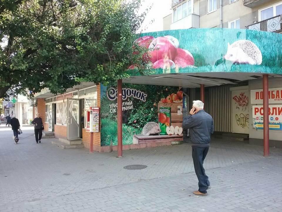 """У Луцьку муніципали """"полюють""""  за незаконною рекламою (ФОТО), фото-10"""