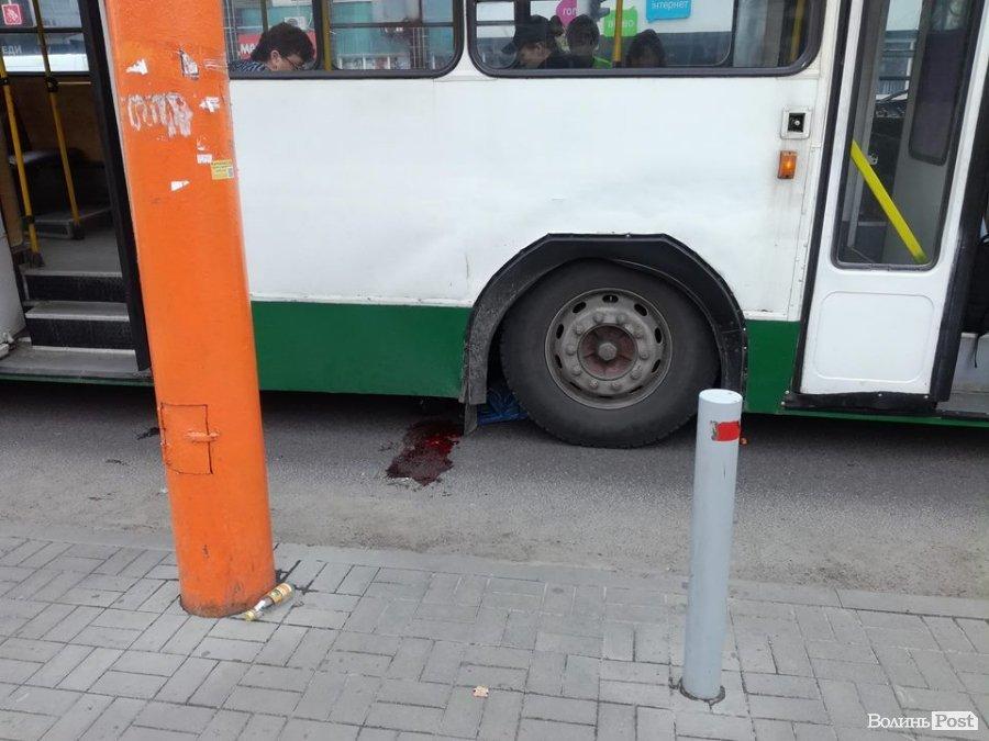 Під колесами тролейбуса: подробиці традегії  у Луцьку та стан потерпілої, фото-1