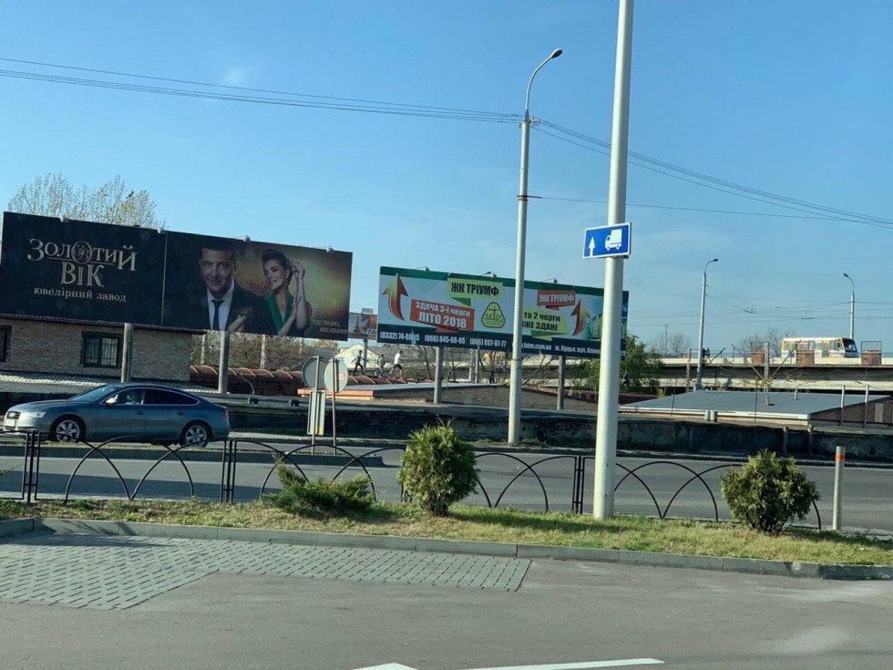 Таких і біда не вчить: у Луцьку підлітки знову бігали по дахах вагонів, фото-1