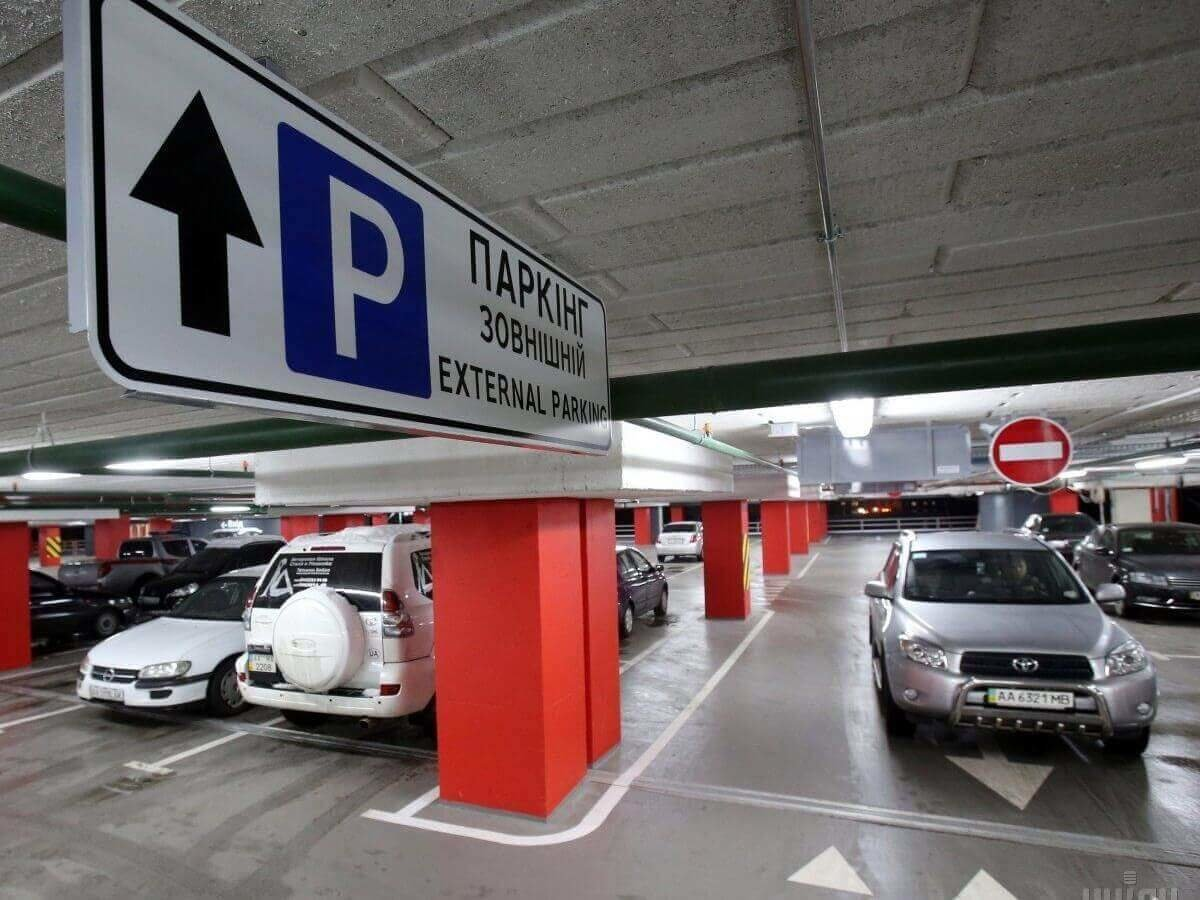 Будувати підземні паркінги хочуть зобов'язати забудовників у Луцьку , фото-1