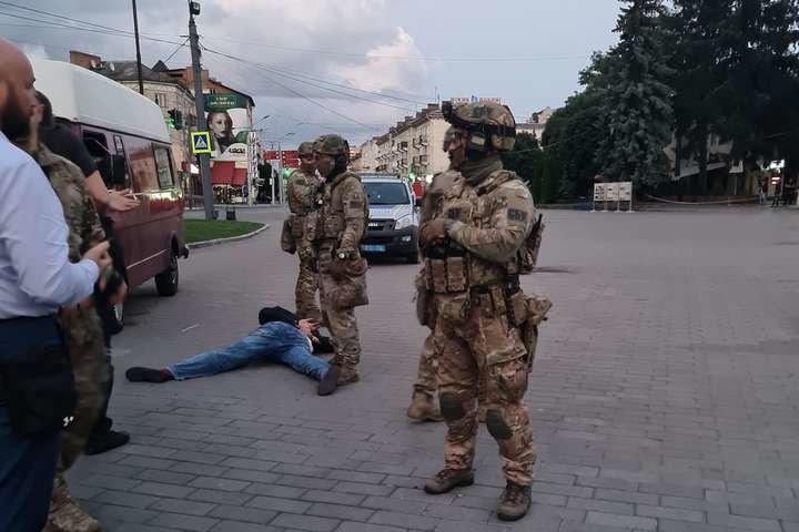 У Луцьку трьох заручників відпустив терорист, фото-1
