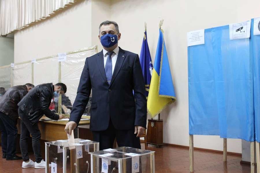 """Другий тур виборів ректора розпочався у луцькому """"політесі"""", фото-1"""