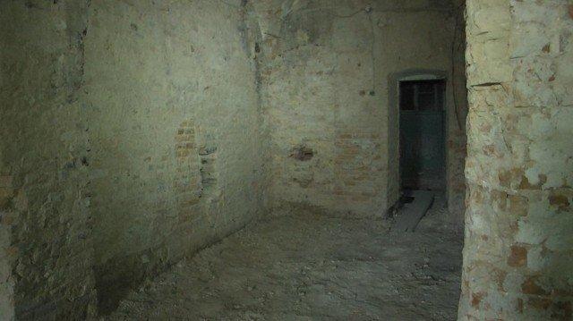 В Луцькому монастирі святої Бригіти таємниці підземелля розкривають археологи, фото-1