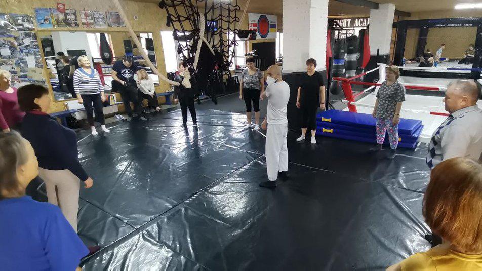У Луцьку навчає пенсіонерів карате тренер-італієць , фото-1