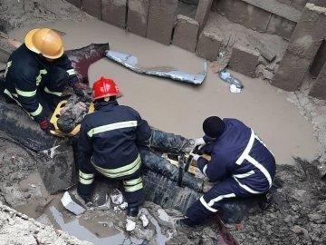 Чоловік, який впав у 5-метровий котлован у Луцьку прийшов до тями , фото-1