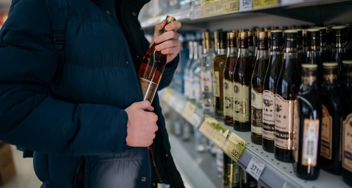 У Луцьку викрав з магазину алкоголь 25-річний молодик, фото-1