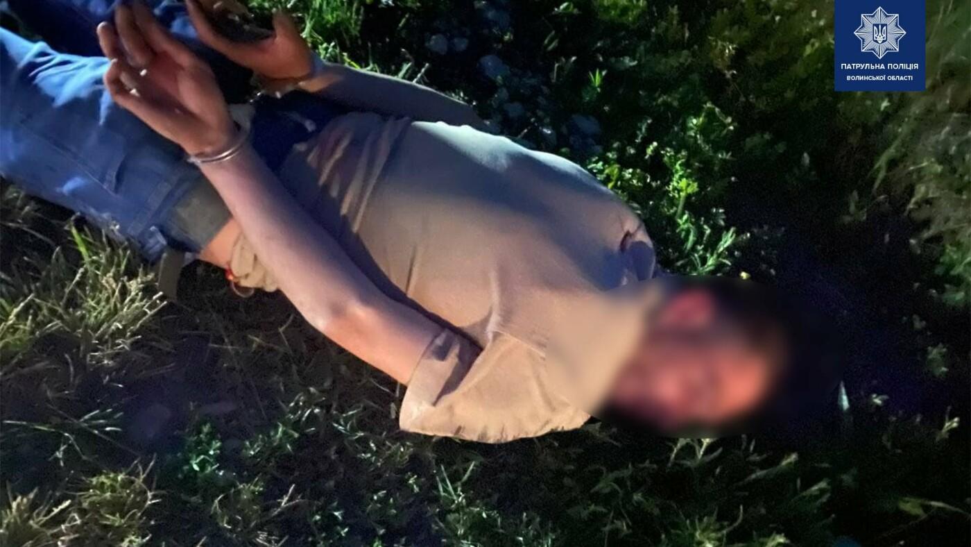 Волинські патрульні по гарячих слідах віднайшли чоловіка, який викрав бус з овочами, фото-3