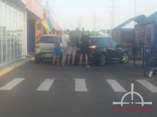 """ДТП біля луцького """"Епіцентру"""": зіткнулися два автомобілі, фото-1"""