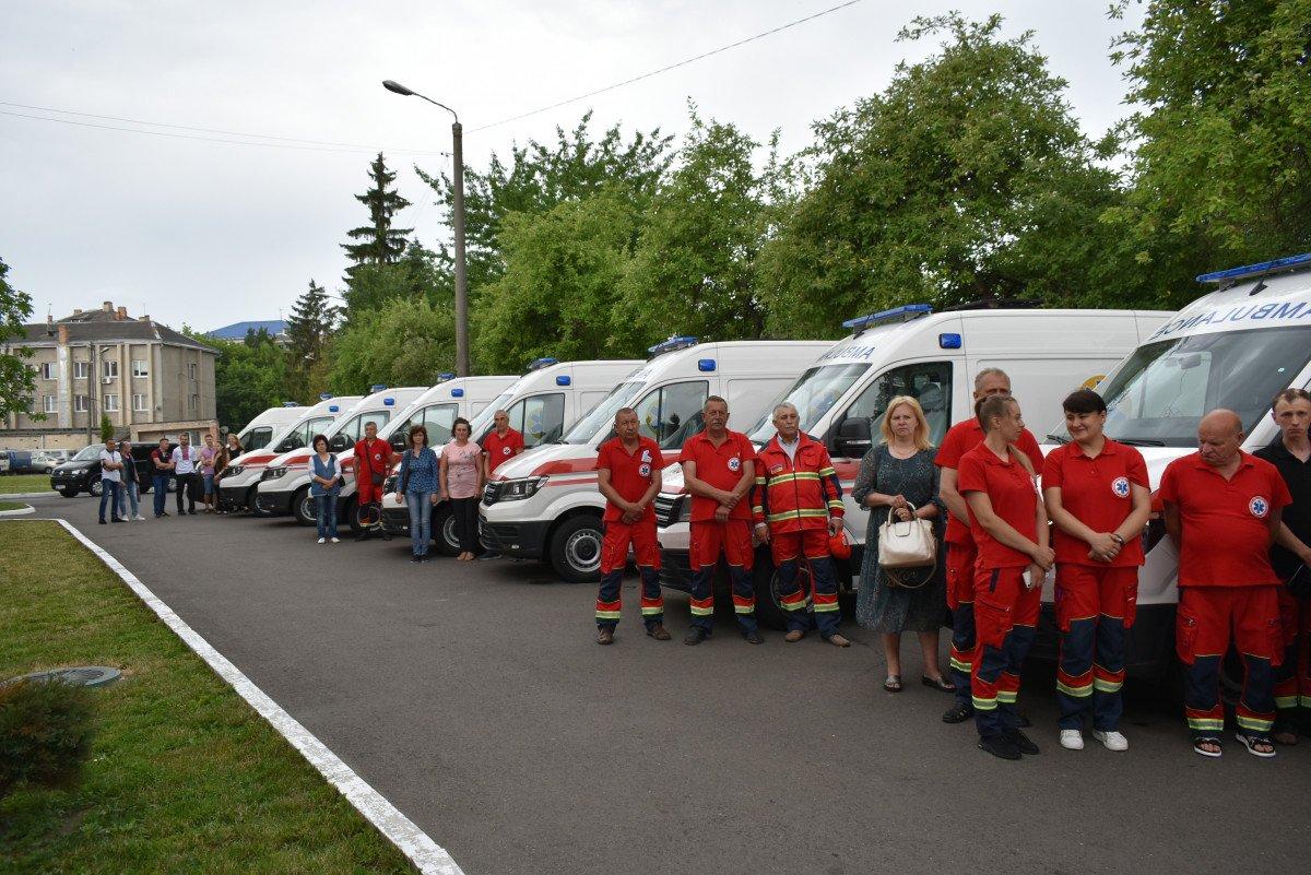 Волинські медзаклади отримали чергову партію «швидких», оснащених американським, німецьким, японським і швейцарським обладнанням, фото-9
