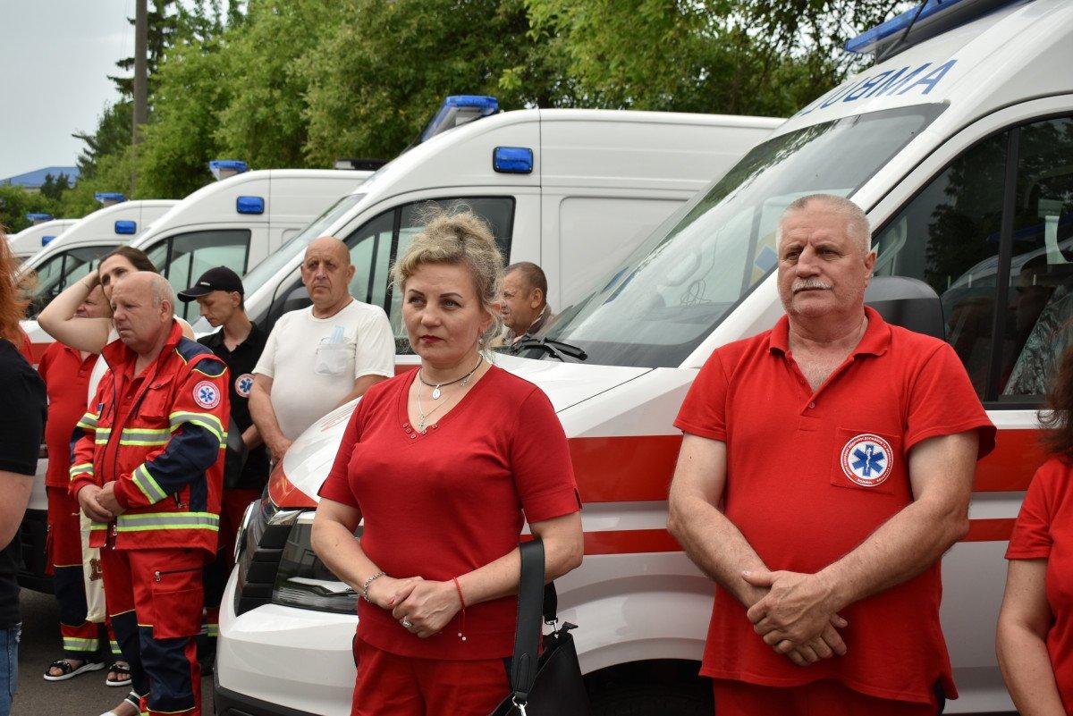 Волинські медзаклади отримали чергову партію «швидких», оснащених американським, німецьким, японським і швейцарським обладнанням, фото-12