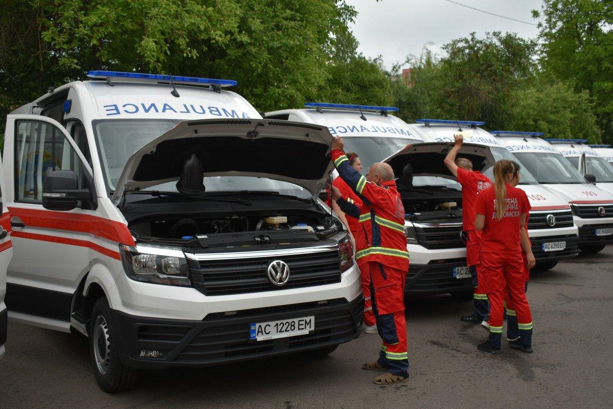 Волинські медзаклади отримали чергову партію «швидких», оснащених американським, німецьким, японським і швейцарським обладнанням, фото-20