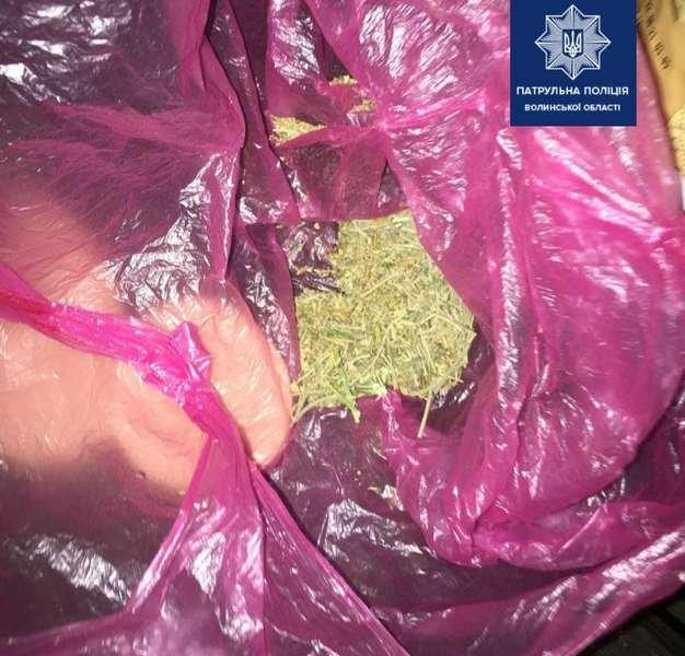 У Луцьку вночі затримали молодиків із наркотиками, фото-4